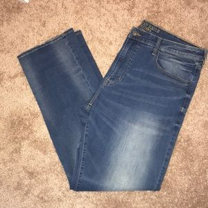 Men's light washed relaxed straight jeans
